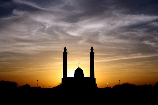 AL QURAN : Tafsir QS Al Mujadilah : 12